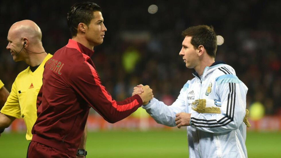 SPILTE 1. OMGANG:  Både Cristiano Ronaldo og Lionel Messi (t.h) nøyde seg med en omgang hver i privatlandskampen på Old Trafford. Foto: NTB Scanpix.