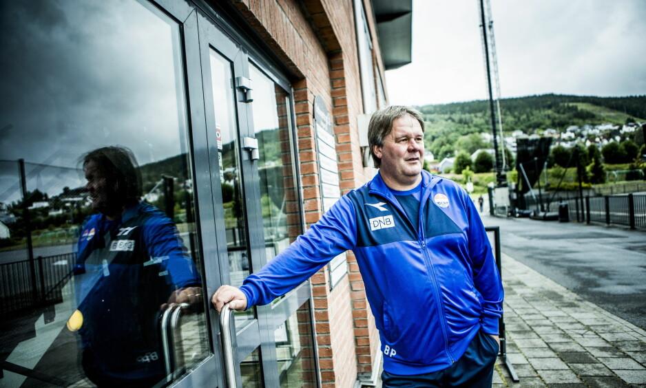 KNIVEN PÅ STRUPEN: Bjørn Petter Ingebretsen er hentet inn som ny trener i Fredrikstad, som har alt å spille for søndag. Foto: Christian Roth Christensen