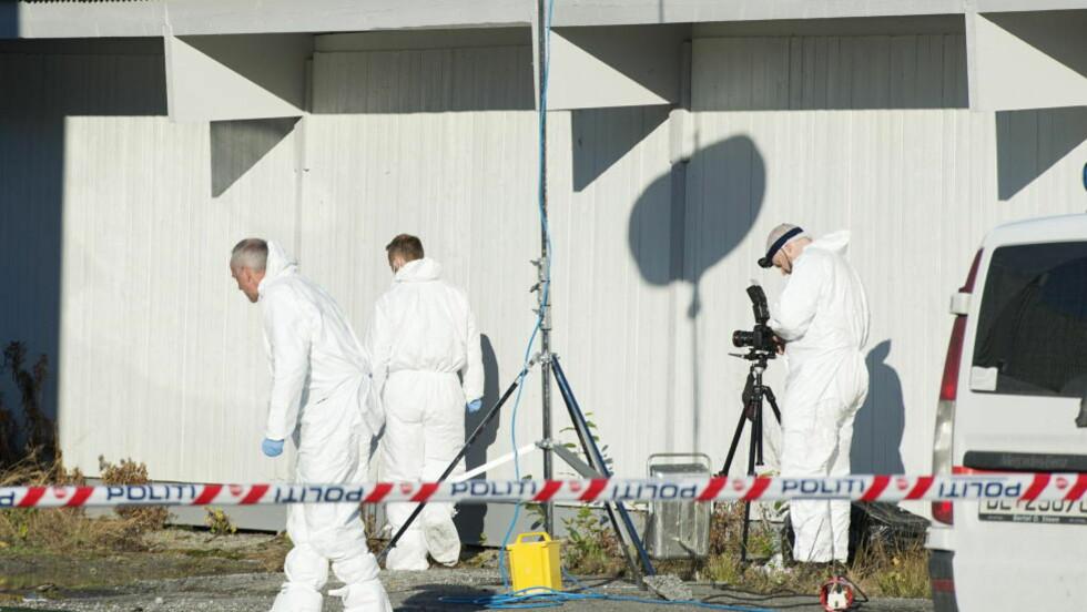 KRIMTEKNIKERE: Politiet i aksjon på åstedet der en 27 år gammel kvinne ble drept på Hamar. Ektemannen har forklart at han drepte henne i affekt. Foto: Benjamin A. Ward / Dagbladet
