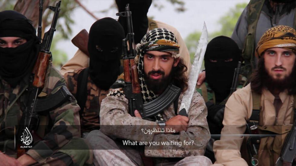 PROFESJONELT UTFORMET: Videoen er laget av IS' mediebyrå, er filmet fra flere vinkler og er i høy kvalitet. Foto: Skjermdump