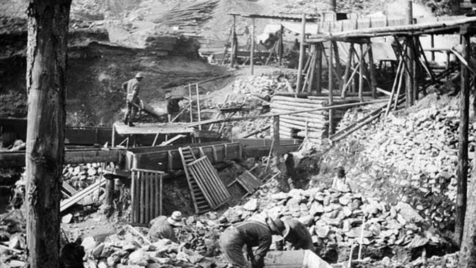 BEDRE TIDER: Gullgraverne satte ofte livet på spill for å finne gull og rikdom. Det var ofte et blodslit. Foto: WIKIPEDIA COMMONS