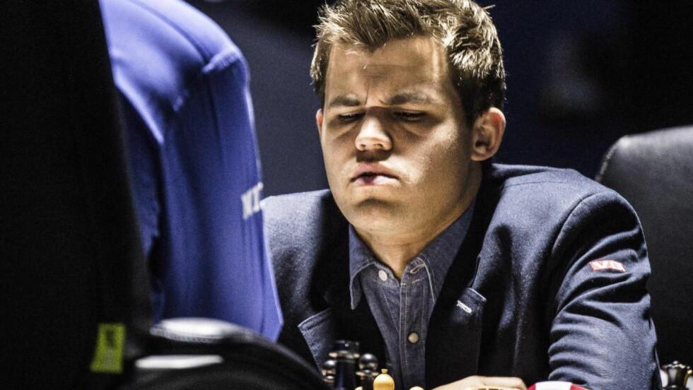 FORT GJORT: Magnus Carlsen og Vishy Anand gikk raskt inn i trekkgjentakelse i dagens parti. Foto: Lars Eivind Bones / Dagbladet