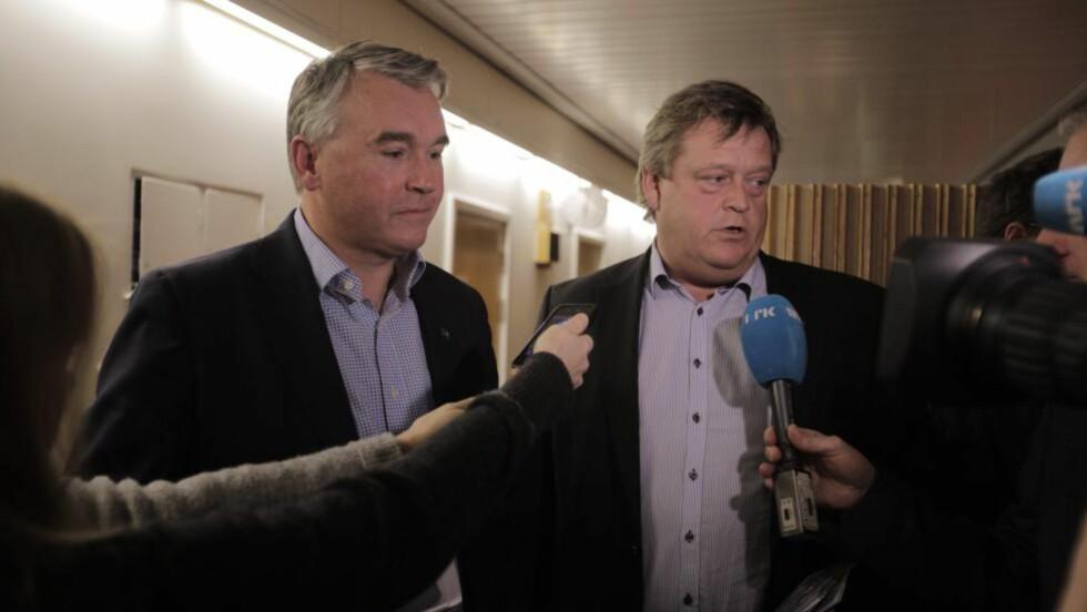 NÆR MÅLET: De parlamentariske lederne i henholdsvis Høyre og Frp, Trond Helleland og Harald T. Nesvik er nå så nære budsjettkameratene i Venstre og KrF, at en løsning sannsynligvis er på plass i løpet av natta. Foto: Jacques Hvistendahl / Dagbladet
