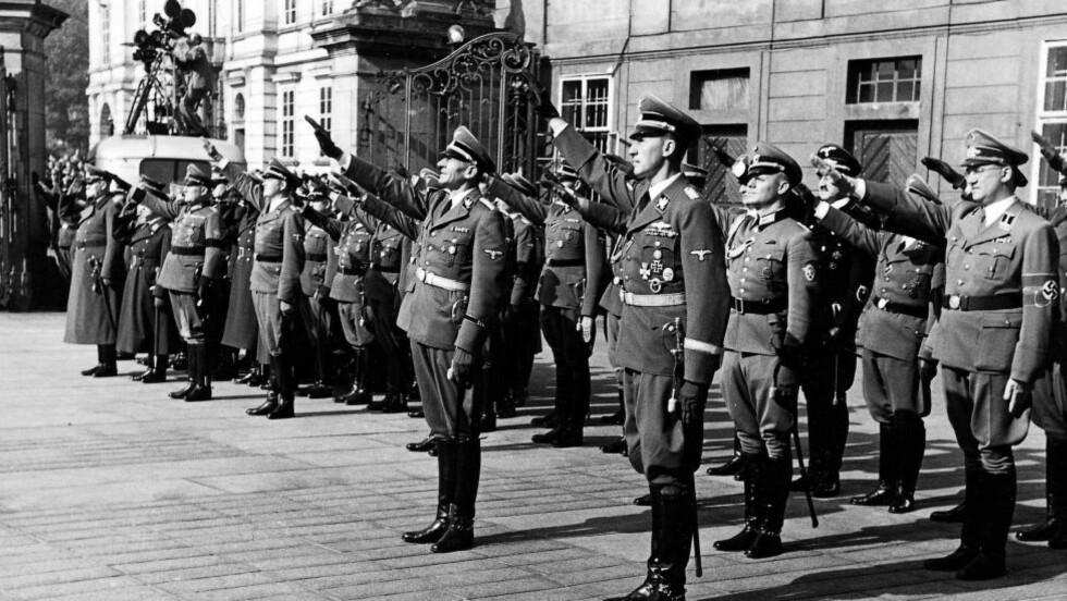 HITLERS BØDDEL: Reinhard Heydrich står i første rekke til høyre. Fotografiet er fra 28. september 1941. Foto: SÜDDEUTCHE ZEITUNG