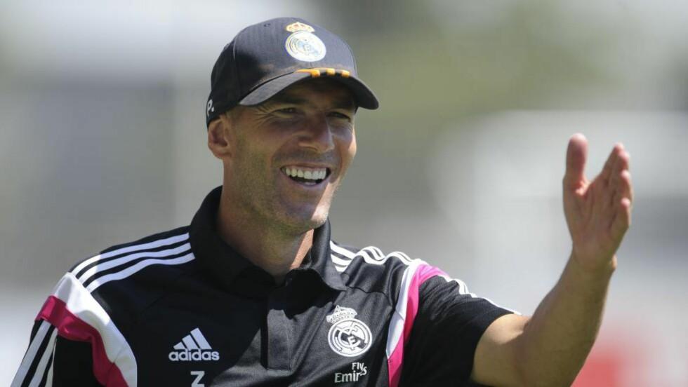 MEDHOLD: En spansk idrettsdomstol ga fredag Zinedine Zidane medhold i anken etter at han fikk en tre måneders utestengelse fra å lede fotballag. Foto: AFP PHOTO/ PEDRO ARMESTRE / NTB Scanpix