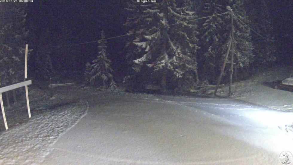 SNØ I MARKA: Webkameraet i Ringkollen i Oslomarka fredag morgen viser omtrent seks centimeter snø. Foto: Skiforeningen