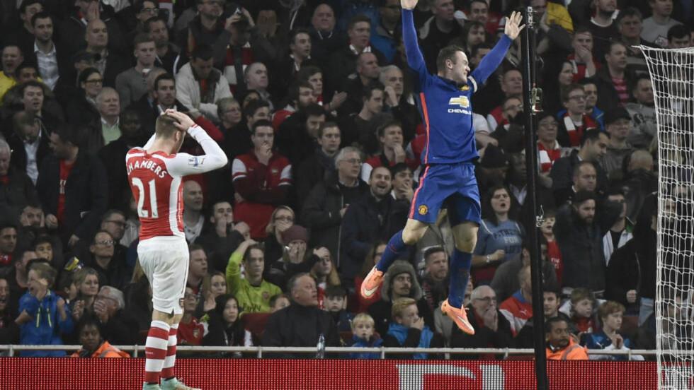 SELVMÅL: Slik jublet Wayne Rooney etter Arsenals selvmål, som sendte United i ledelsen. Senere la også Wayne Rooney på til 2-0. Foto: REUTERS/Toby Melville