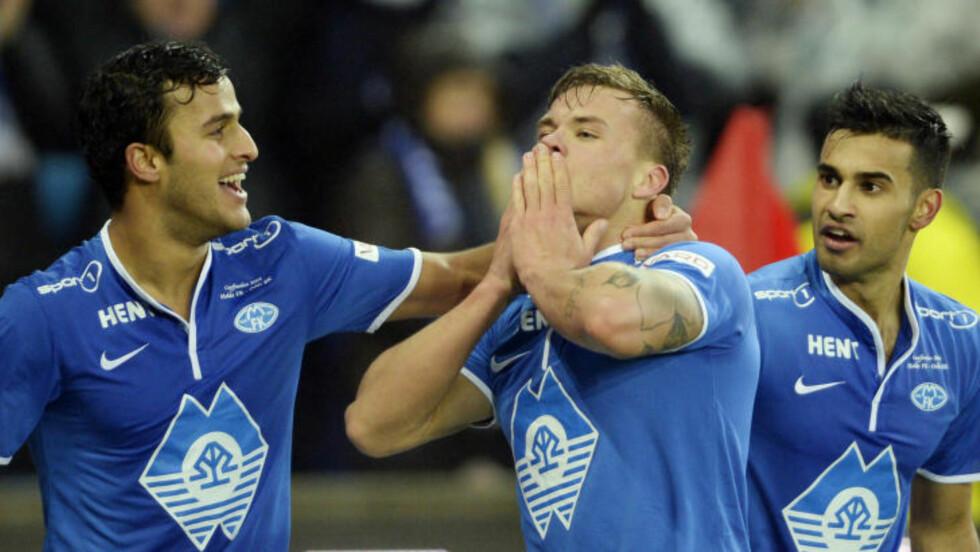 GLADGUTTER: Harmeet Singh, Gulbrandsen og Etzaz Hussain feirer Moldes første mål. Foto: John Terje Pedersen / Dagbladet