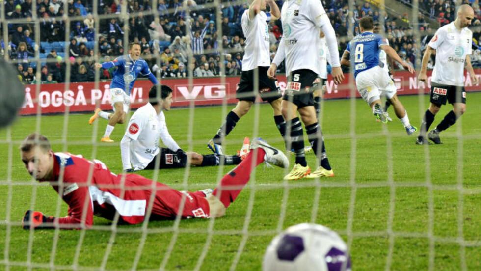 ØYEBLIKKET: Her har Fredrik Gulbrandsen (nummer 8) akkurat dundret inn Moldes første mål. Foto: John Terje Pedersen