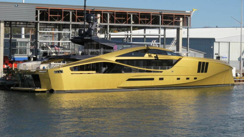 KLAR FOR TEST:  Båten ved kai på verftet i Sturgeon Bay i Wisconsin, før prøvekjøring. I fire år har Ola Lilloe-Olsen jobbet med å designe båten. Foto: Ola Lilloe-Olsen