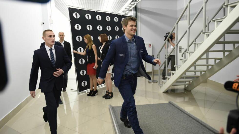 KONGE IGJEN: Magnus Carlsen stråler etter å ha sikret nok en VM-tittel. Foto: Lars Eivind Bones / Dagbladet