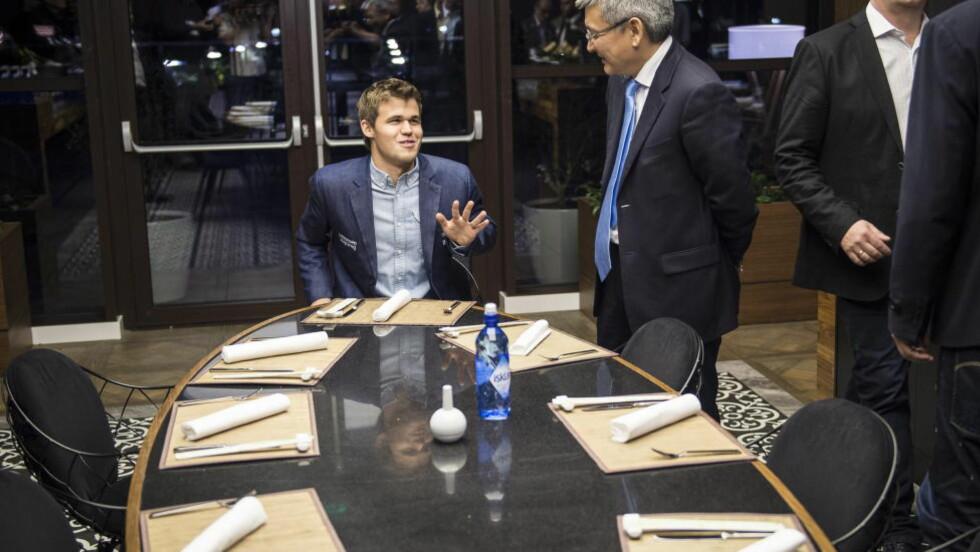 SLITEN:  Magnus Carlsen ar en sliten, men fornøyd verdensmester. Foto: Lars Eivind Bones