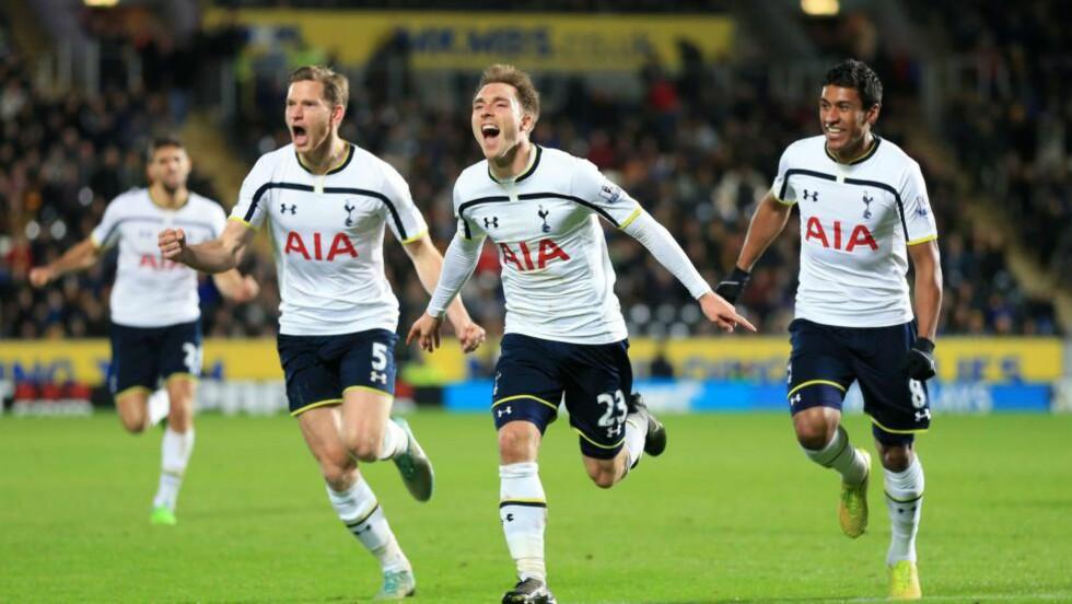 SNUDDE TIL SEIER: Det så ut til å gå mot et nytt tap for Tottenham søndag kveld. Men da Hulls midtbanemann Gastón Ramírez ble utvist, snudde Spurs 0-1 til 2-1-seier. AP Photo/Lynne Cameron, PA
