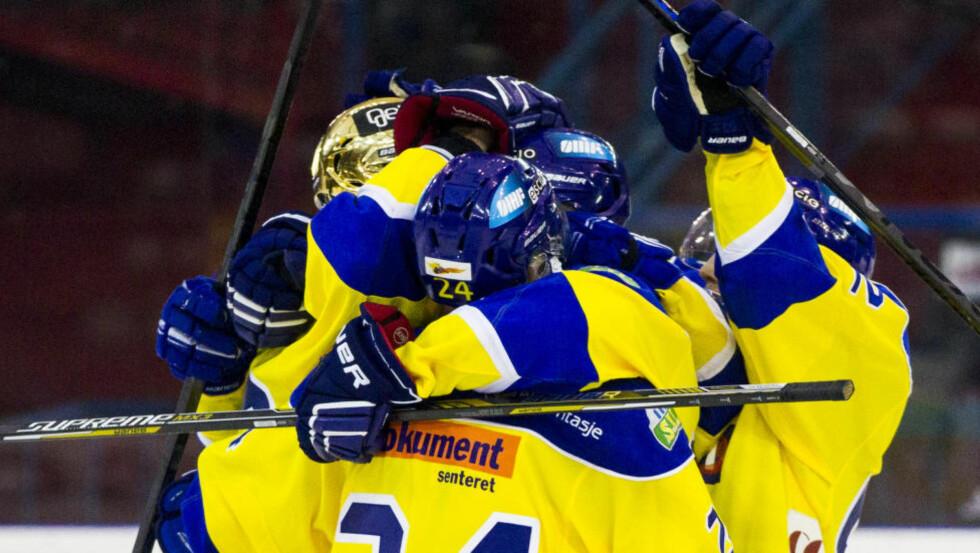 STORSEIER: Storhamar hadde få problemer med å slå serietoer Lørenskog i ishockeyens eliteserie søndag. Hamar-klubben vant hele 7-2 over romerikingene. Foto: Vegard Wivestad Grøtt / NTB scanpix