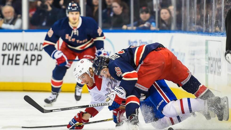 MÅLGIVENDE: New York Rangers vant med solide 5-0 over Montreal Canadiens i en NHL-kamp i ishockey mandag. Mats Zuccarello (t.h) noterte seg for en målgivende pasning. Foto: Alex Goodlett / Getty Images / AFP / NTB Scanpix