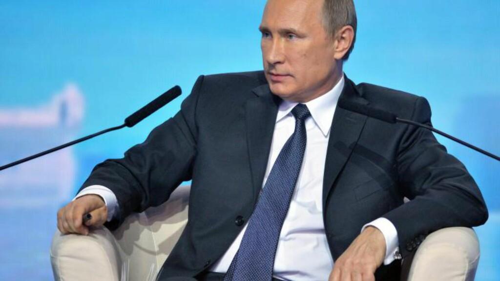 TIL SOTSJI: Russlands president, Vladimir Putin, tar i morgen turen til Sotsji for å møte Magnus Carlsen. Foto:EPA / ALEXEY DRUZHININ / RIA NOVOSTI / KREMLIN POOL / NTB Scanpix