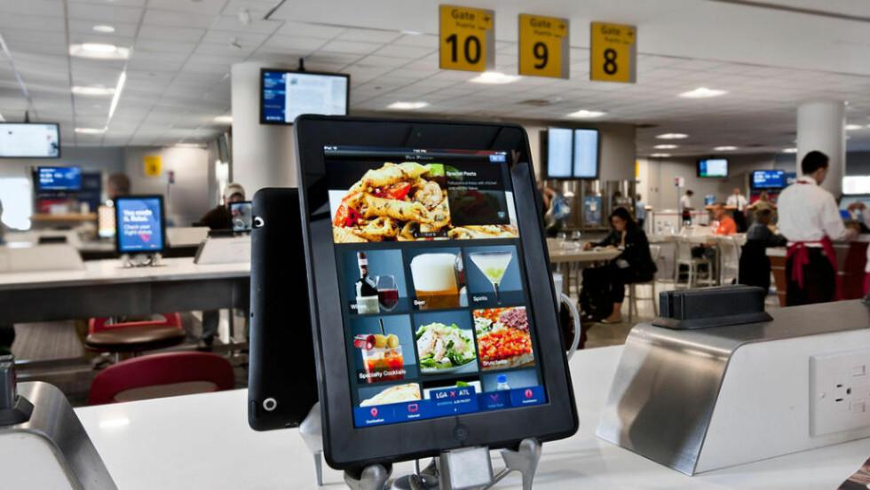 BARE Å BESTILLE: I stedet for en kelner er det denne som møter deg ved restaurantbordet. Foto: OTG