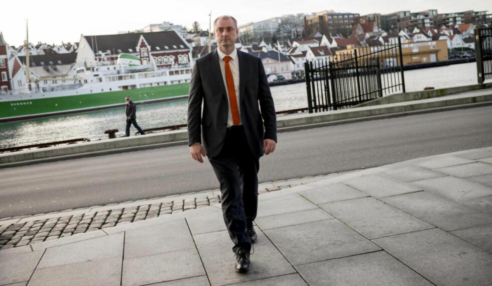 STRATEGIEN: Arbeids- og sosialminister Robert Eriksson har lagt opp strategien for å utforme framtidas sosialpolitikk. Foto: TOMMY ELLINGSEN