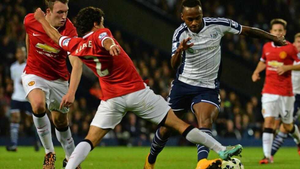 TOPPFART: Saido Berahino (t.h) satt seg i bilen og råkjørte bare to dager etter at han scoret mot Manchester United i oktober. AFP  / PAUL ELLIS / NTB SCANPIX