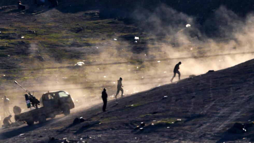 REISER TIL SYRIA:  Minst 60 nordmenn har sluttet seg til terror-organisasjonen Den islamske stat i Syria. En kriminelt belastet gjengleder fra en av innvandrergjengene i Oslo skal også ha reist. Det er uklart om den syriske fødte 23-åringen vil slutte seg til islamistene, eller til de som forsøker å bekjempe terroristene.