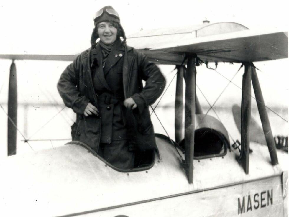 TIDLIG PÅ VINGENE: Gidsken Jakobsen var Norges andre kvinnelige flyger, og den første norske kvinne med eget flyselskap. Foto: NORSK LUFTFARTSMUSEUM