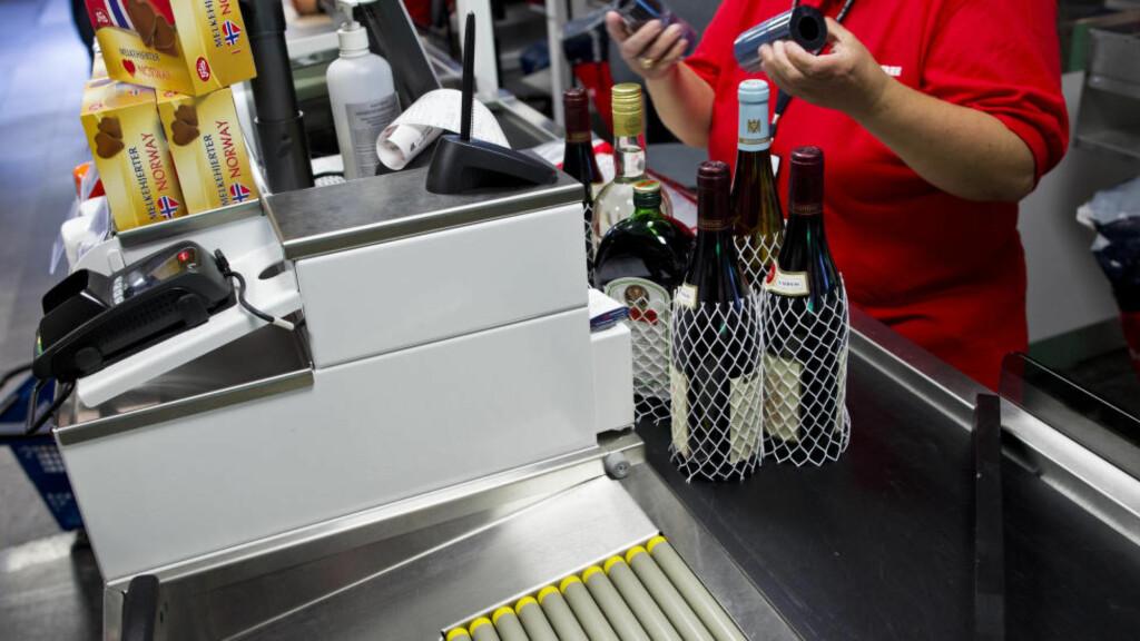 SLUTT? Nå kan det gå mot slutten for taxfree-butikken på Oslo lufthavn Gardermoen. Et flertall på Stortinget vil utrede om Vinmonopolet kan overta på flyplassene. Foto: Vegard Grøtt / NTB scanpix