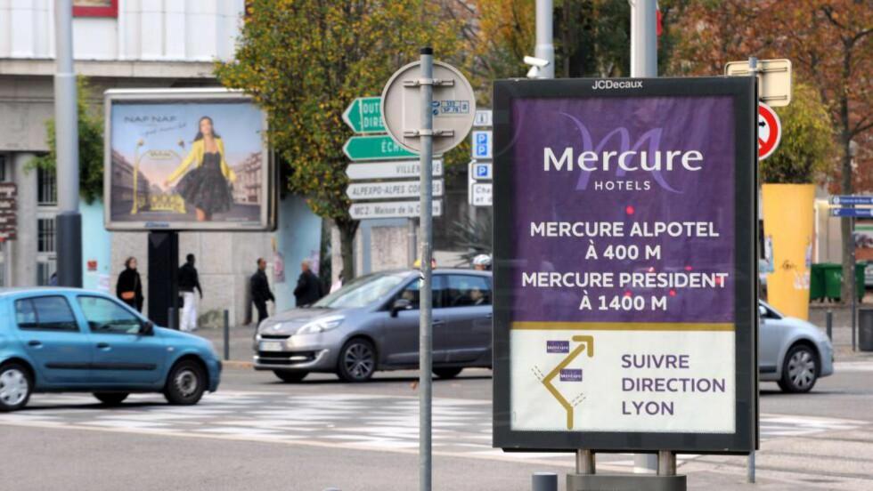 RENSES: Grenoble skal fjerne all forstyrrende og påtrengende reklame fra gatene. I stedet skal det komme opplysningstavler for innbyggerne og plantes nye trær.. Foto: AFP / Scanpix / JEAN-PIERRE CLATOT
