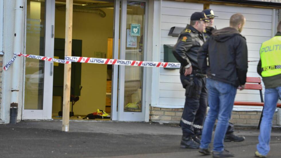 SKUTT PÅ JOBB:  En mann i 50-åra ble skutt under lunsjen på Oppsal Vaktmestersentral i Oslo. Mannen døde onsdag av skadene han pådro seg. Foto: Øistein Norum Monsen / Dagbladet