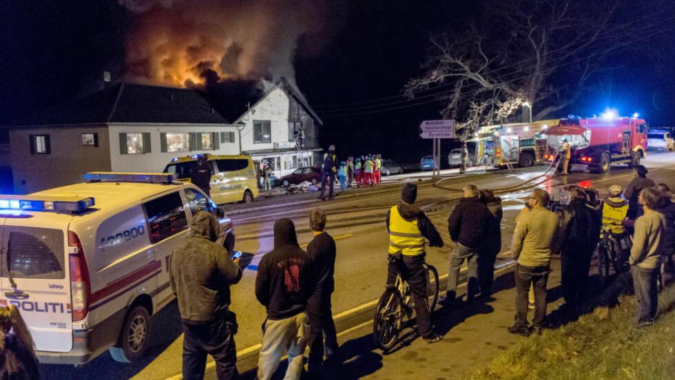 TO DØDE:  To personer er funnet omkommet etter at det brøt ut brann i en leilighet på Jørpeland i Rogaland. Foto: NTB Scanpix.