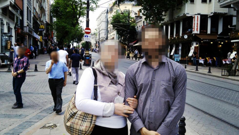 I TYRKIA: 23-åringen har møtt både sin mor, far og onkel i Tyrkia. Familien forsøkte å få ham til å komme hjem - men han inviterte dem i stedet på besøk i Syria, og fortalte at han og kona levde et godt liv der. Foto: Privat