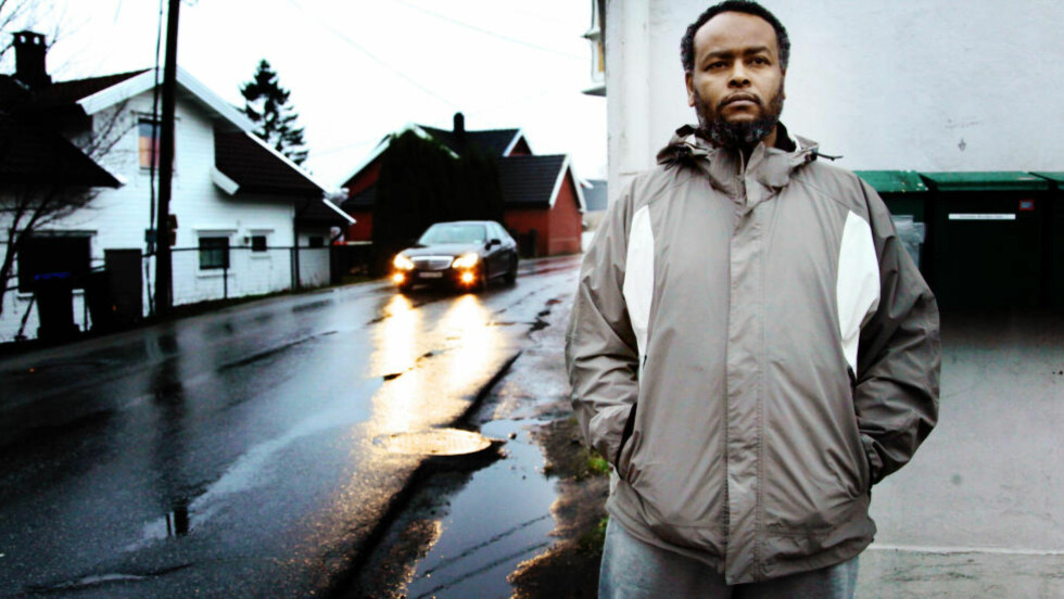 VIL HA SYRIA-FORBUD: Mohamed Warsame (43), nestleder i Al-Huda islamsk senter i Lisleby i Fredrikstad, har selv måttet kaste ut en  etnisk norsk konvertitt på grunn av ekstremisme. Foto: Tore Bergsaker