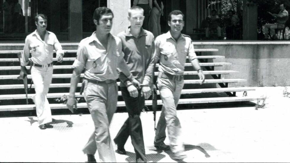 Tatt: Lars Gule på vei til rettssaken mot ham i Libanon i juli 1977. Han hadde da vært fengslet i et par måneder. Foto: Anders Hoff
