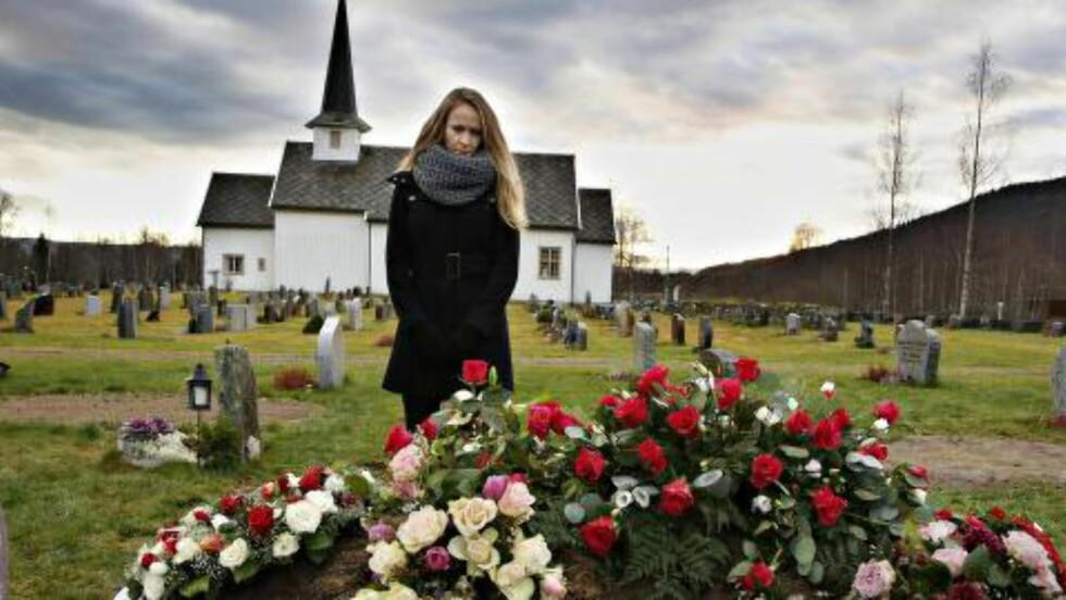 GRAVLAGT I HURDAL:  Bjørg Elinore Strand ble bisatt i Hurdal kirke 20. november. I Hurdal bodde hun sammen med sin mann i mange år før han døde. -  Hun var omsorgsfull. Pratet med alle og tok seg av alle, sier barnebarnet Camilla. Det er slik familien ønsker å huske Mor.