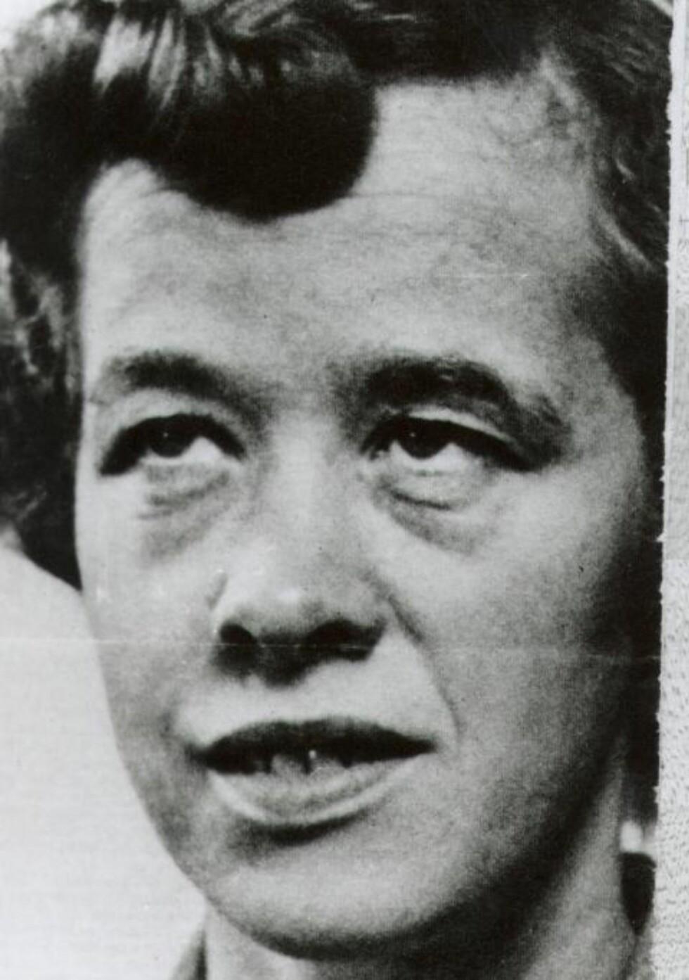 BRYST-FOMLING: KGB forsøkte å kompromittere ambassade-ansatt Ingeborg Lygren, men  vervingsforsøket ble en fiasko. De to agentene klarte å fomle litt med brystene hennes og bilder ble tatt, men KGB konkluderte med at dette var for spinkelt. Hun var en ugift kvinne så hun hadde lite å tape. Derfor ga vi opp nye vervingsforsøk, mintes KGB-offiser Krymov. Foto: NTB SCANPIX