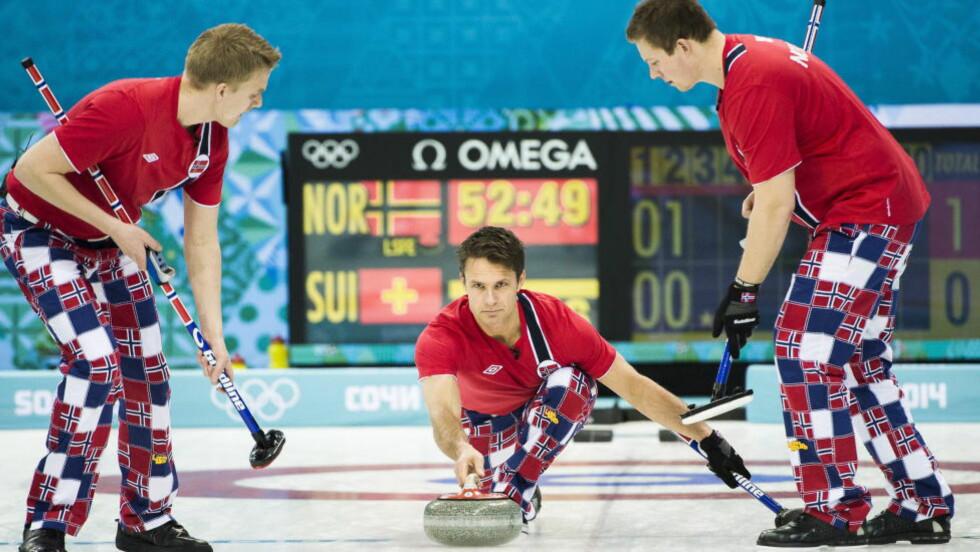 TIL FINALE. Det norske curlinglandslaget er klar for lørdagens finale i EM. Foto: Håkon Eikesdal.