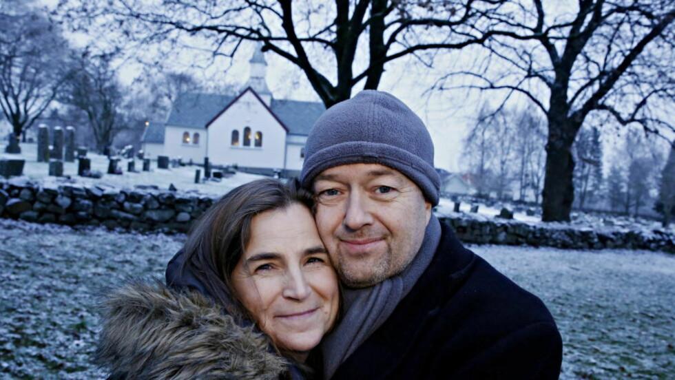 NOVEMBERLYS:  Kjersti og Jostein Sandsmark opplevde alle foreldres mareritt da de mistet datteren, bare 13 år gammel. Nå oppfordrer de folk til å fokusere på menneskene en har rundt seg i julen i stedet for det materielle. Lørdag arrangerer de konsert til minne for den høyt elskede datteren. Foto:  Foto: Jacques Hvistendahl