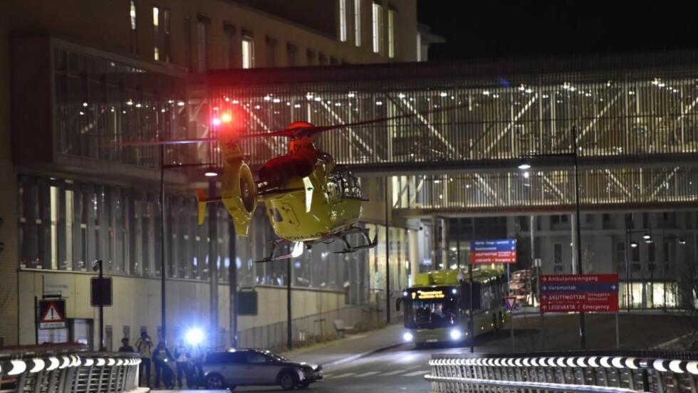 HARDT SKADD: Flere nordmenn er fraktet til St. Olavs hospital i Trondheim med helikopter etter ulykken i Sverige. Foto: Henrik Sundgård