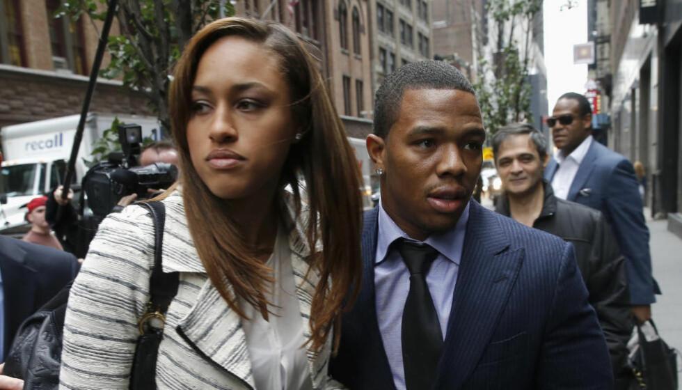 STÅR SAMMEN:  Janay Rice (t.v.) og Ray Rice giftet seg i mars. I et intervju med ESPN forteller hun at videoen av voldshendelsen i Atlantic City ikke fikk henne til å revurdere forholdet. Foto: REUTERS/Mike Segar