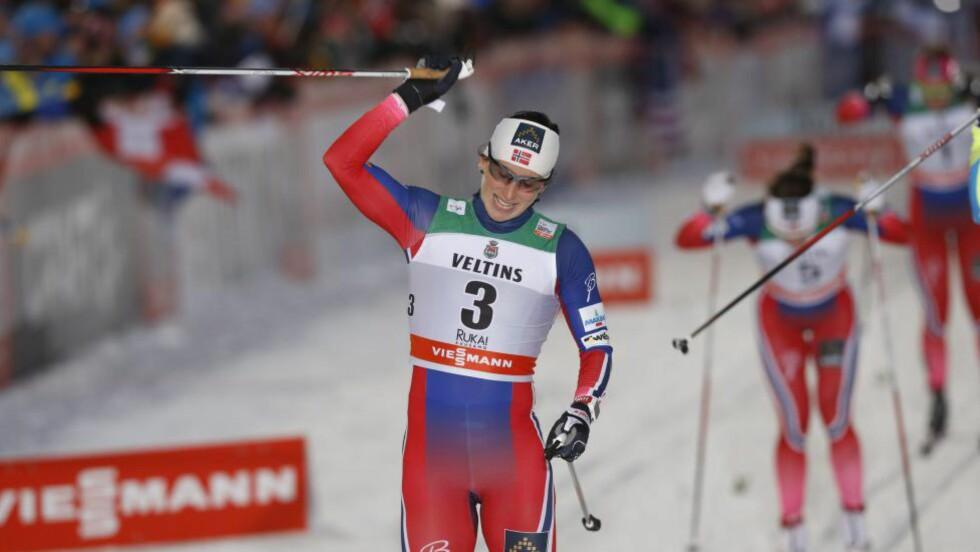 SUVEREN: Marit Bjørgen var best på den klassiske sprinten i Kuusamo og startet sesongen med seier.           Foto: Terje Bendiksby / NTB scanpix