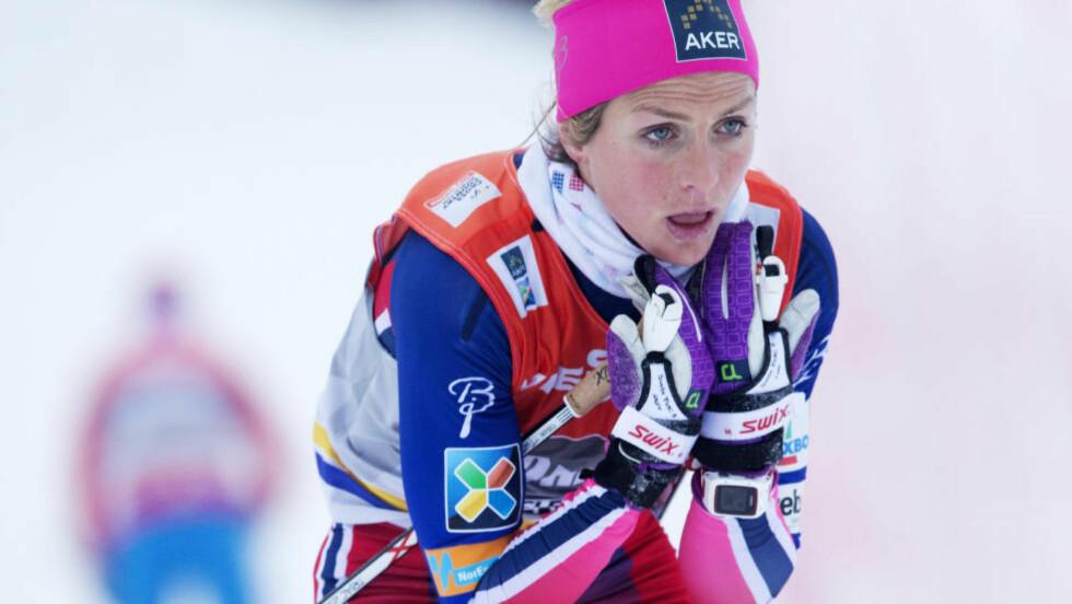GLATTE SKI: Therese Johaug gikk en positiv prolog, men røk i kvartfinalen på den klassiske sprinten i Kuusamo. Glatte ski var noe av grunnen, ifølge henne selv.  Foto: Terje Bendiksby / NTB scanpix