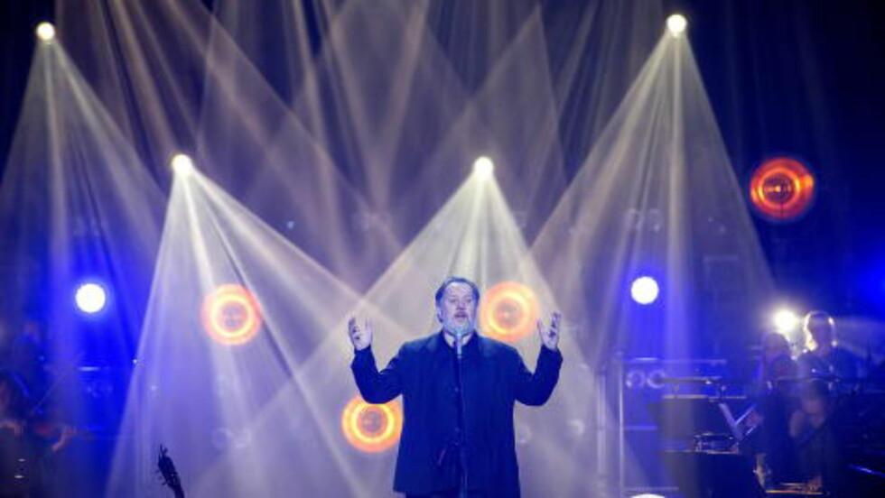 <strong>MED KORK:</strong> Bjørn Eidsvåg hadde Kringkastingsorkestret i ryggen i Oslo Spektrum i kveld.  Foto: Øistein Norum Monsen / DAGBLADET
