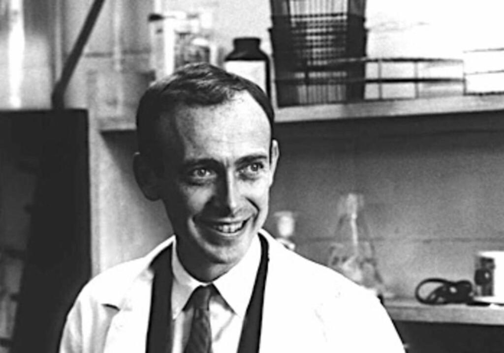 SKANDALISERT: Tidligere nobelprisvinner i medisin, James Dewey Watson, skapte store bølger da han i 2007 antydet at svarte er mindre intelligente enn hvite. Nå selger han nobelprisen sin. Foto: U.S National Library of Medicine