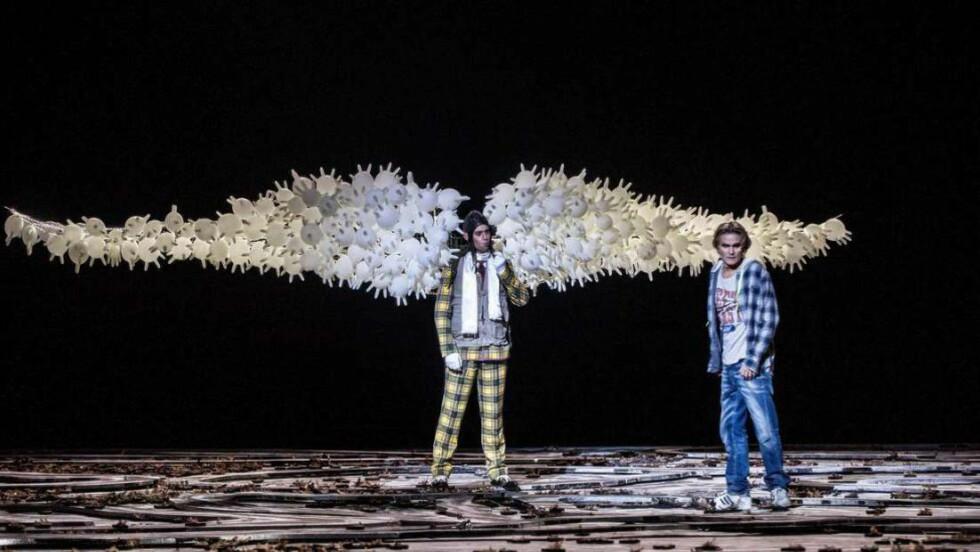 PEER OG BØYGEN:. Utsolgt premiere på operaen. Foto: Erik Berg/DNO&B