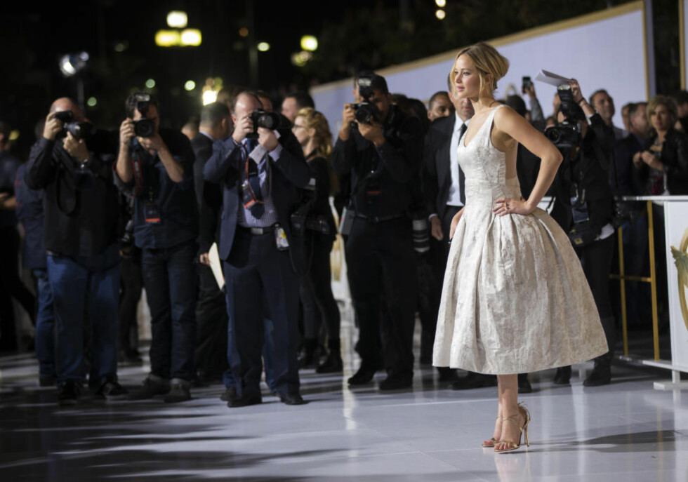 SANGFUGL: Jennifer Lawrence synger i kinoaktuelle «The Hunger Games: Mockingjay - Part 1». Foto: NTB Scanpix/REUTERS