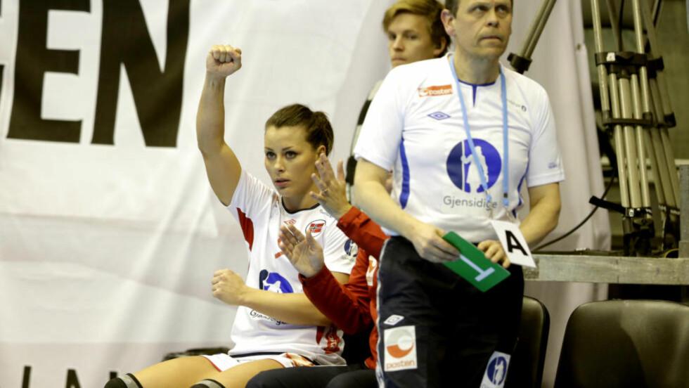 SKJØT SERBIA I SENK: Nora Mørk scoret sju ganger mot Serbia i Oslo Spektrum i dag, og viste at hun er klar til å påta seg skuddansvaret fra høyrebacken nå som Linn Jørum Sulland er ute av EM med skade. Foto: Vidar Ruud / NTB Scanpix