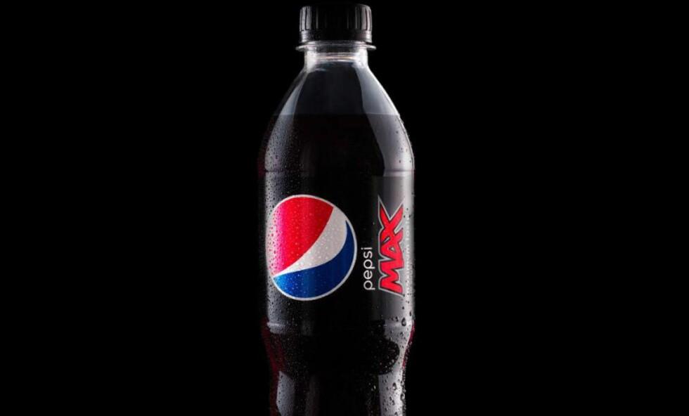 MAX UFLAKS: Det kom inn 457 kommentarer da Pepsi Max Norge spurte hva deres Facebook-følgere mener om deres nye flaske. Et overveldende flertall av kommentarene var negative. Mange har også skrevet innlegg på sidene, der de klager over mykplasten. Foto: Produsenten