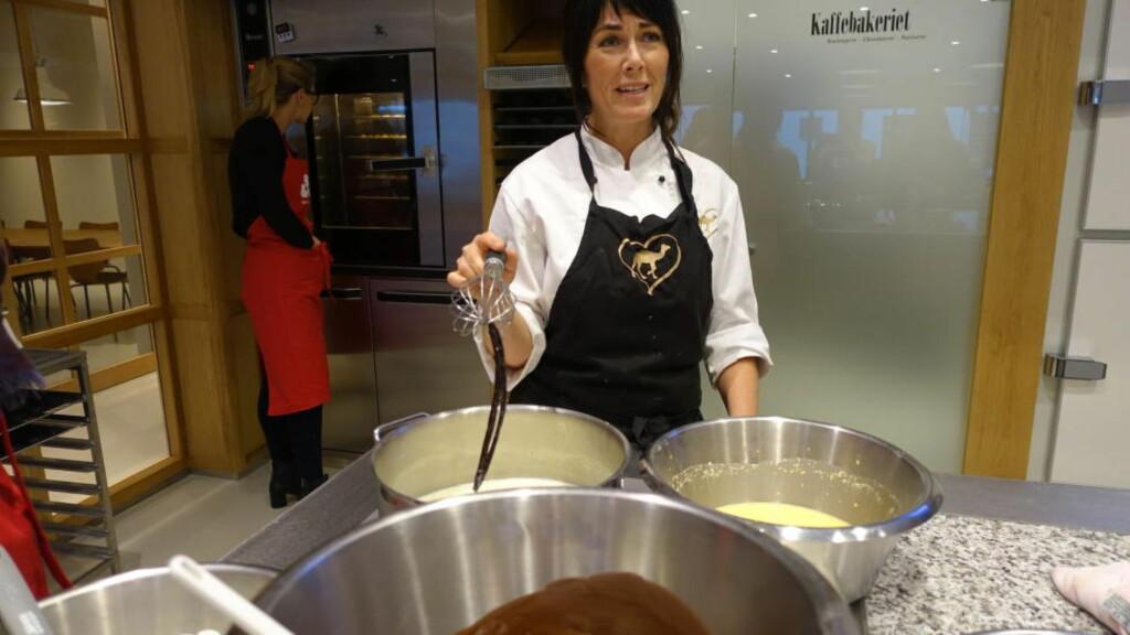 IKKE BRUK OG KAST: Det er mer smak igjen i vaniljestangen selv om den er brukt én gang, ifølge Cathrine Nilsen. Foto: ELISABETH DALSEG / DINSIDE.NO