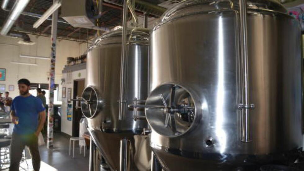 DRØM I OPPFYLLELSE: Scott Witsoe hadde en drøm om å åpne sitt eget mikrobryggeri, i dag er han stolt eier av Wit?s End Brewing Company. Foto: MARI BAREKSTEN