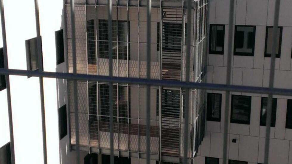 KONTROVERSIELT: Slik ser de kontroversielle balkongene for pasienter på skjermet enhet ut. Løsningen som er valgt førte til skarp kritikk da tre kontrollkommisjoner var på befaring ved nybygget til Sykehuset i Østfold tidligere i høst. Foto: Privat