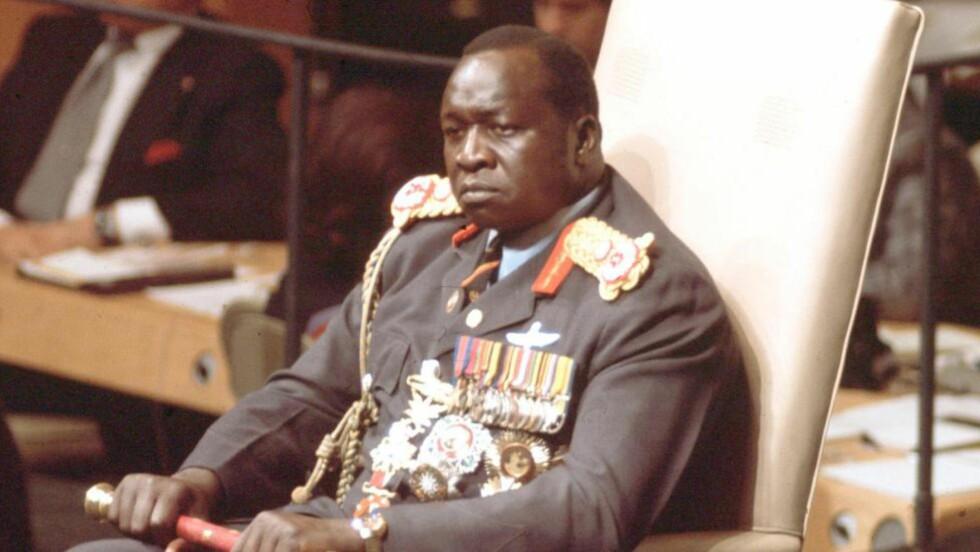 DIKTATOR: Diktator Idi Amin i Uganda er mest kjent for å ha brutt de fleste menneskerettigheter, folkemord og for å ha ført sitt Uganda i økonomisk ruin på 70-tallet. En av hans sønner, Hussein Amin, er ikke av samme oppfattelse og har nå klaget på en nekrolog The Guardian skrev om mannen etter hans død i 2003. Foto: AP / Arkiv / NTB scanpix